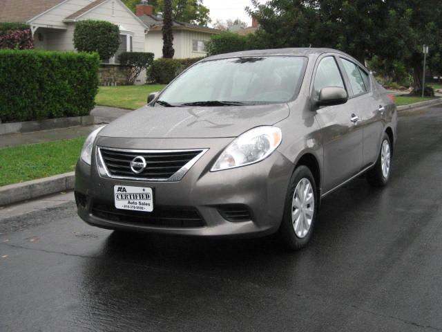 2014 Nissan Versa This 2014 Nissan Versa S Plus is a ONE OWNER VEHICLE Only 21K Miles LOOKS AND RU