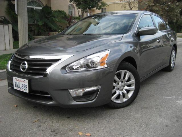 2014 Nissan Altima This 2014 Nissan Altima 25 S is a ONE OWNER VEHICLE LIKE NEW Only 26K Miles F