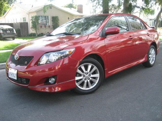 2009 Toyota Corolla This 2009 Toyota Corolla S is Red with Black Interior comes equipped with a GAS