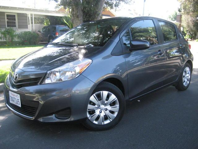 2014 Toyota Yaris This is a 2014 Toyota Yaris Gray with Black and White Interior Comes with Factor