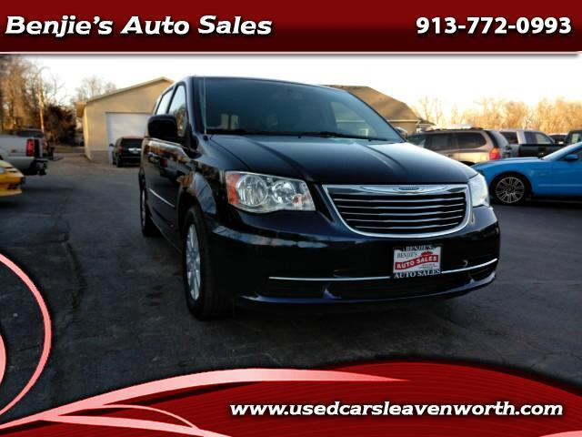 2016 Chrysler Town & Country 4dr Touring FWD