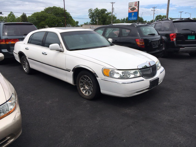2001 Lincoln Town Car Signature