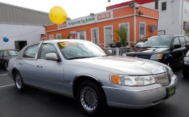 2002 Lincoln Town Car Visit Guaranteed Auto Sales online at wwwguaranteedcarsnet to see more pict