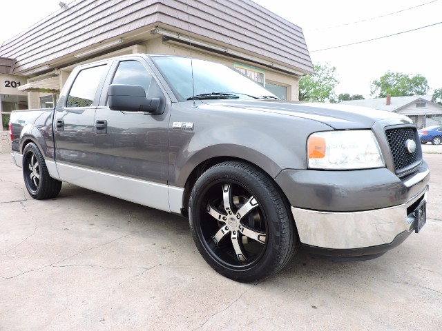 2006 Ford F-150 XLT SuperCrew 5.5-ft. Bed 2WD