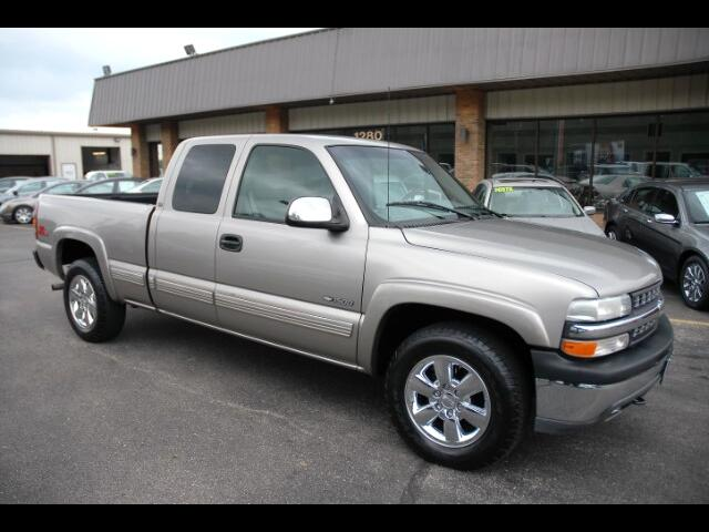 2000 Chevrolet Silverado 1500 LT Ext. Cab 3-Door Short Bed 4WD