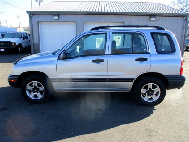 2002 Chevrolet Tracker 4-Door Hardtop 2WD