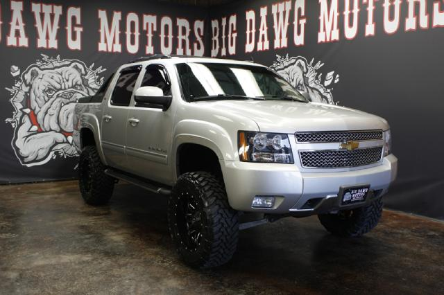 2011 Chevrolet Avalanche LT 4WD Z-71 LIFTED REDUCED ONE OWNER