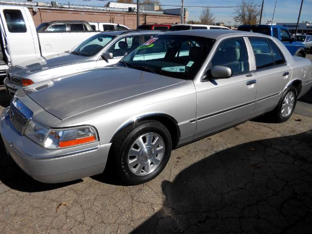 2004 Mercury Grand Marquis VERY NICE LOCAL TRADE IN THAT LOOKS AND RUNS GREATGOOD TIRESLEATH