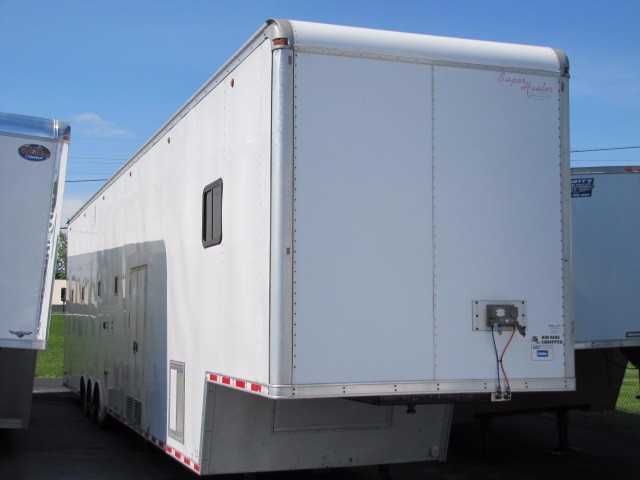 2007 United Trailers Gooseneck 53' Race Car Stacker with Liftgate & Lounge
