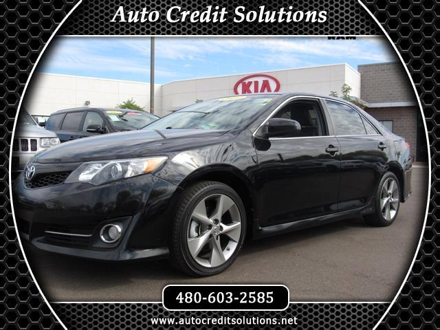2014 Toyota Camry This 2014 Toyota Camry SE series includes sport suspension traction control stabi