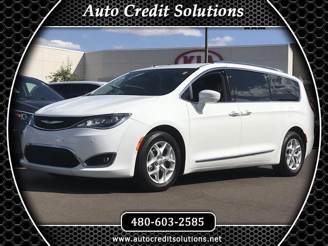 2017 Chrysler Pacifica Recent ArrivalThis Bright White Clearcoat 2017 Chrysler Pacifica FWD 4D Pass