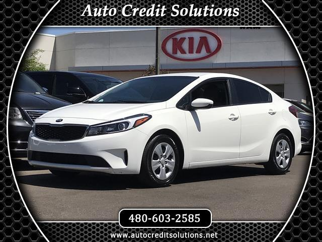 2017 Kia Forte Recent ArrivalThis Clear White 2017 Kia Forte FWD 4D Sedan includes -- hill start a