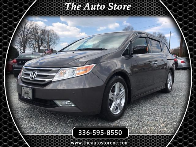 2011 Honda Odyssey Touring w/ Nav System and DVD