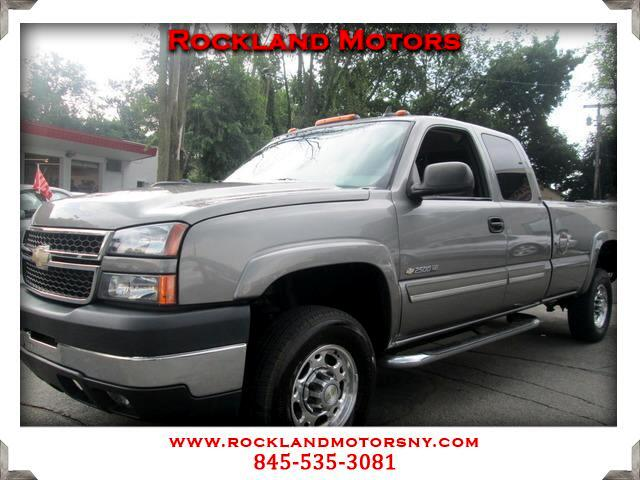 2006 Chevrolet Silverado 2500HD CLEAN CARFAX DISCLAIMER We make every effort