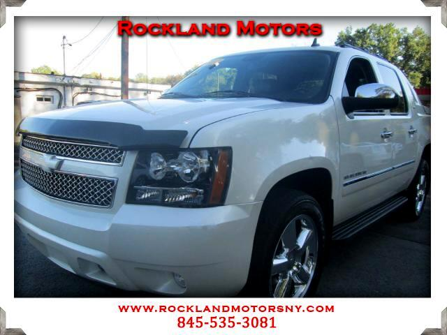 2011 Chevrolet Avalanche  CLEAN CARFAX  DISCLAIMER We make every effort to present informatio