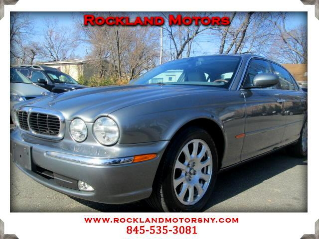 2004 Jaguar XJ-Series DISCLAIMER We make every effort to present information that is accurate Howe