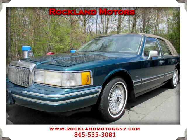 1993 Lincoln Town Car DISCLAIMER We make every effort to present information that is accurate Howe