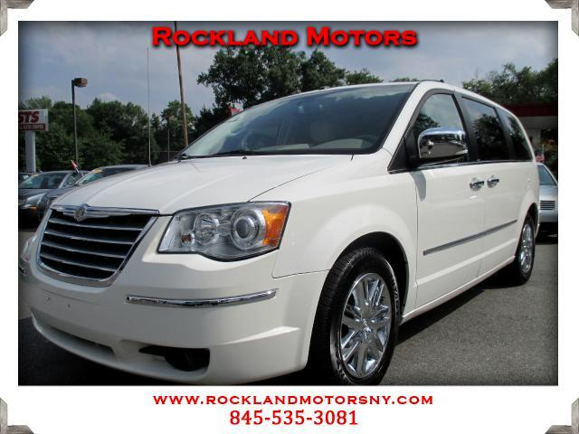 2009 Chrysler Town  Country DISCLAIMER We make every effort to present information that is accurat