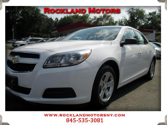 2013 Chevrolet Malibu DISCLAIMER We make every effort to present information that is accurate Howe