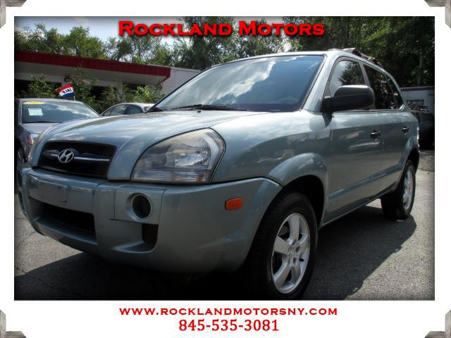 2005 Hyundai Tucson DISCLAIMER We make every effort to present information that is accurate Howeve
