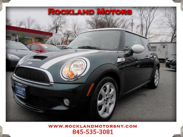 2010 MINI Cooper DISCLAIMER We make every effort to present information that is accurate However i