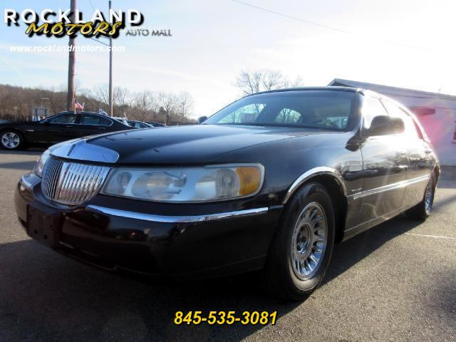 2000 Lincoln Town Car DISCLAIMER We make every effort to present information that is accurate How