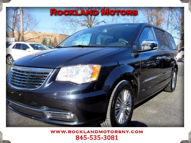 2014 Chrysler Town  Country DISCLAIMER We make every effort to present information that is accurat