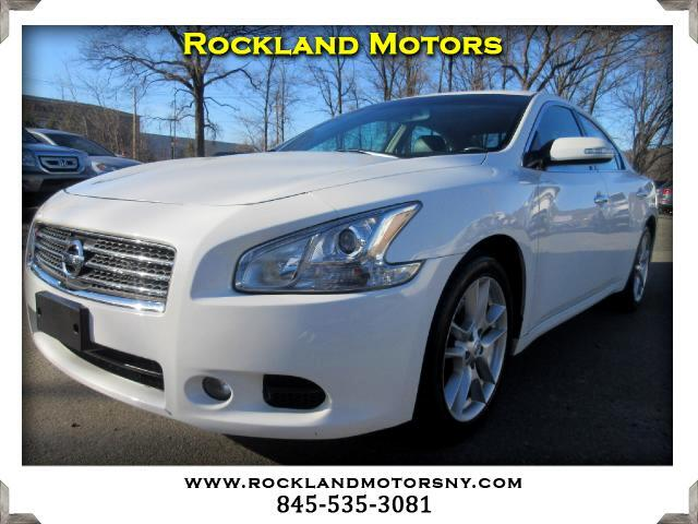 2010 Nissan Maxima DISCLAIMER We make every effort to present information that is accurate Howeve