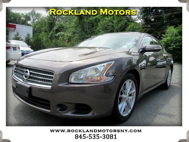 2012 Nissan Maxima DISCLAIMER We make every effort to present information that is accurate Howeve