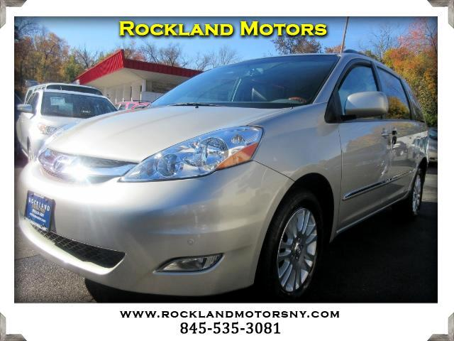 2010 Toyota Sienna DISCLAIMER We make every effort to present information that is accurate Howeve