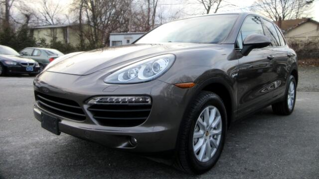 2011 Porsche Cayenne Hybrid DISCLAIMER We make every effort to present information that is accurat