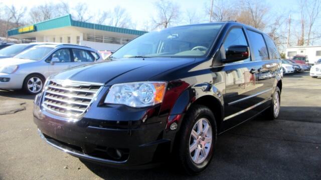 2010 Chrysler Town  Country DISCLAIMER We make every effort to present information that is accura