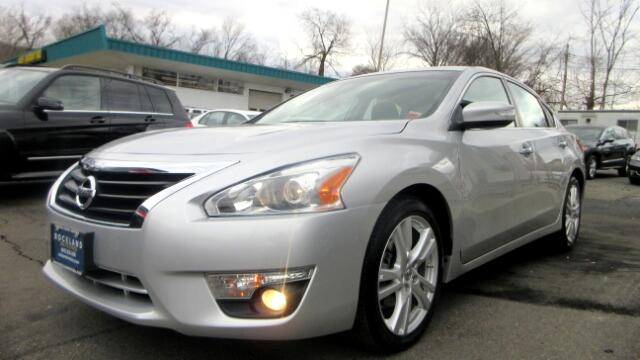 2013 Nissan Altima DISCLAIMER We make every effort to present information that