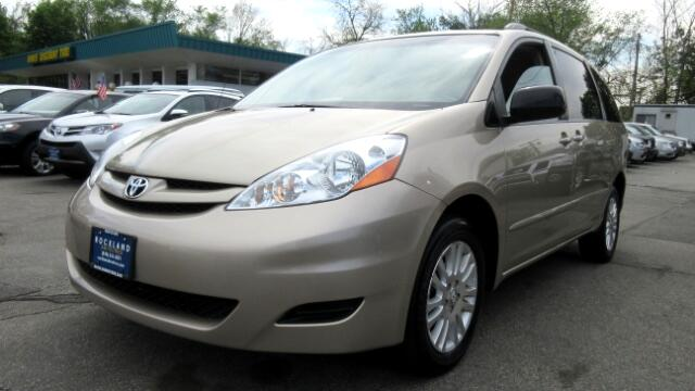 2008 Toyota Sienna DISCLAIMER We make every effort to present information that is accurate Howeve