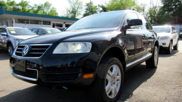 2004 Volkswagen Touareg DISCLAIMER We make every effort to present information that is accurate H