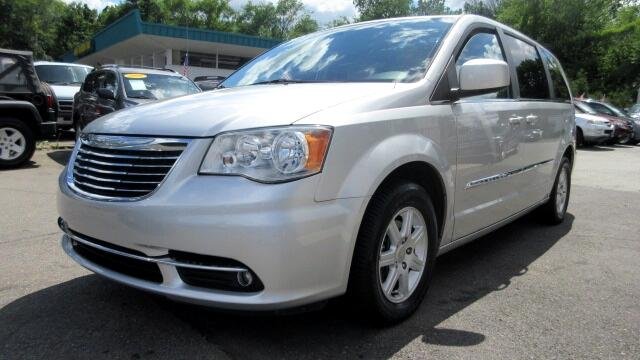 2011 Chrysler Town  Country DISCLAIMER We make every effort to present information that is accura