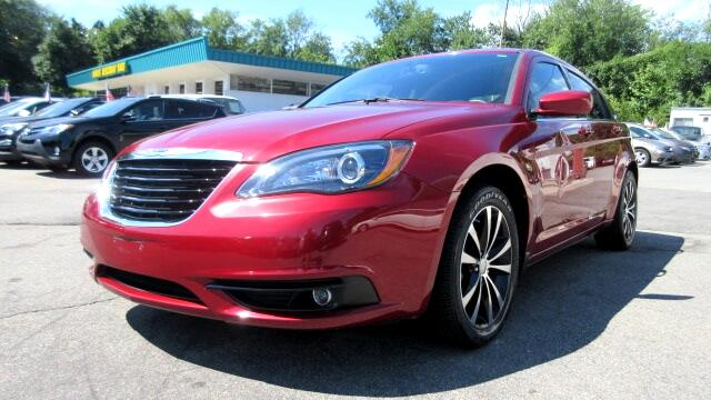 2013 Chrysler 200 DISCLAIMER We make every effort to present information that is accurate However
