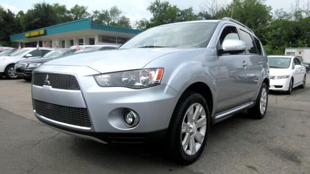 2010 Mitsubishi Outlander DISCLAIMER We make every effort to present information that is accurate