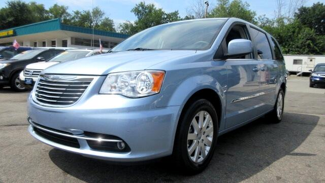 2013 Chrysler Town  Country DISCLAIMER We make every effort to present information that is accura