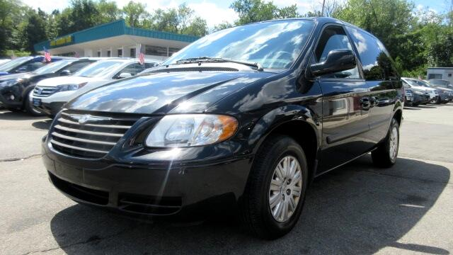 2005 Chrysler Town  Country DISCLAIMER We make every effort to present information that is accura