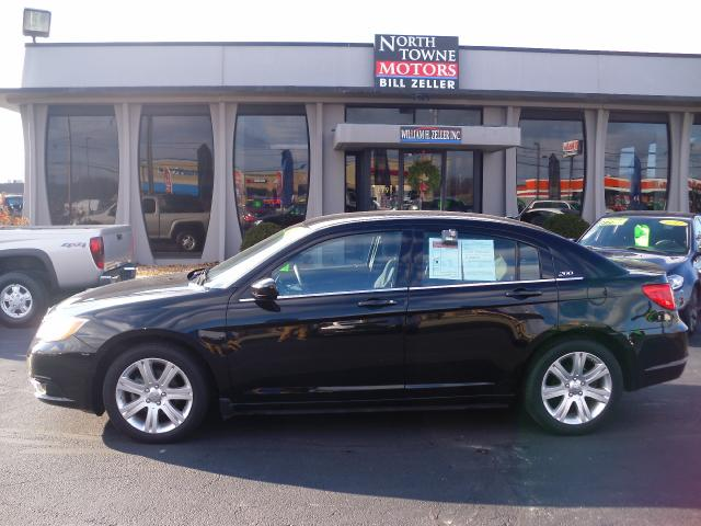 Used 2013 chrysler 200 for sale in defiance oh 43512 for Northtowne motors defiance oh
