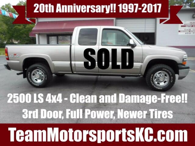 2000 Chevrolet Silverado 2500 Ext. Cab 3-Door Short Bed 4WD