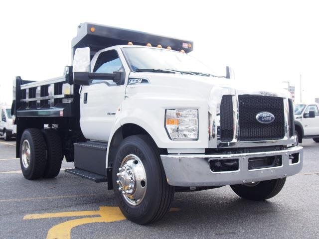 2017 Ford F-750 XL - 10' DUMP BODY