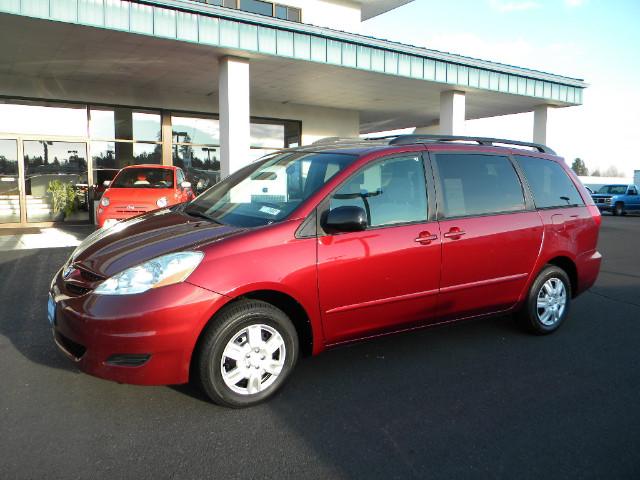 2006 Toyota Sienna LE 7-Passenger