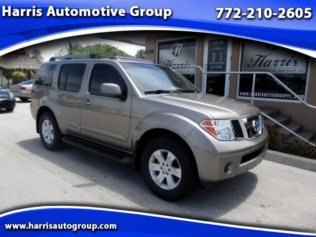 2005 Nissan Pathfinder XE 2WD