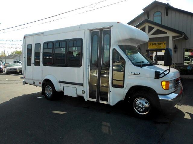 2006 Ford E350 Wheelchair Lift Transport Bus