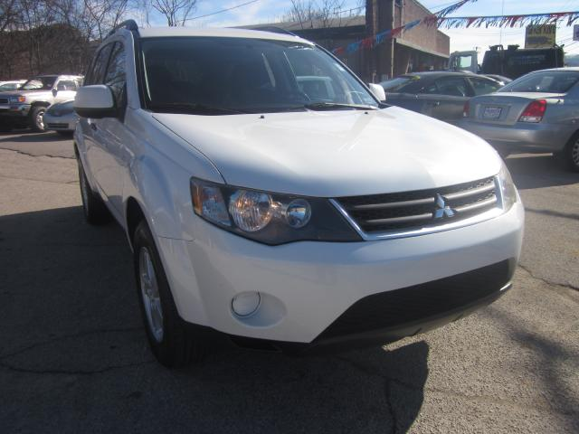 2007 Mitsubishi Outlander THE HOME OF THE 299 TOTAL DOWN PAYMENT Visit Parker Auto Sales online at