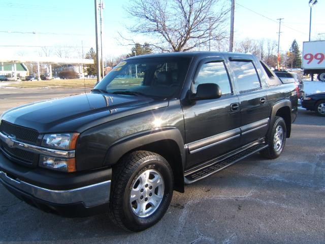 2003 Chevrolet Avalanche 4x4 very sharp inside and out leather interior moon roof heated seats tow p