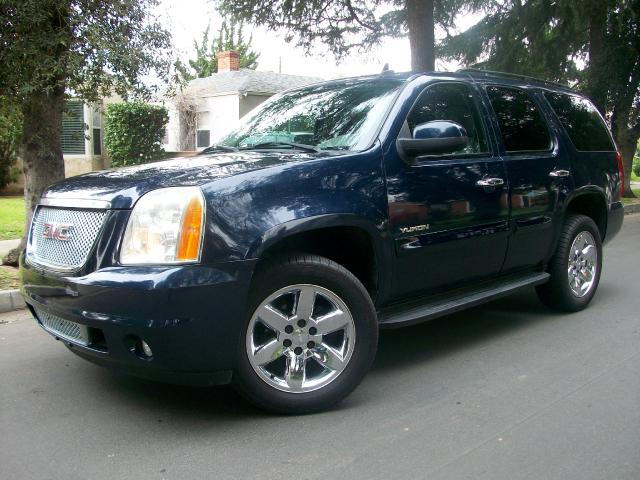 2007 GMC Yukon This Beautiful 2007 GMC Yukon SLT is a ONE OWNER VEHICLE Blue with Gray Interior Li