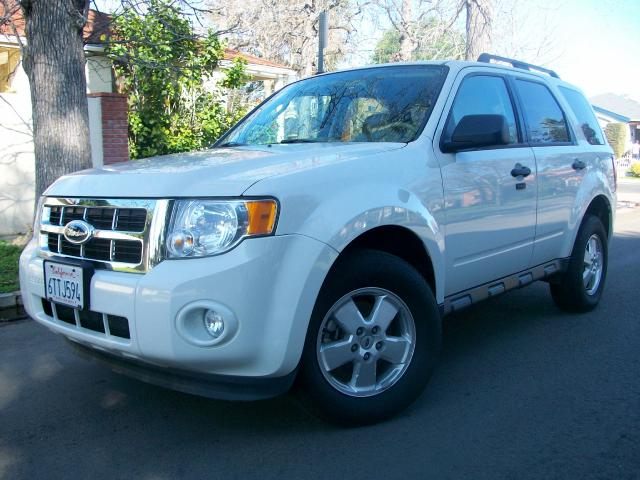 2012 Ford Escape This 2012 Ford Escape XLT is a ONE OWNER VEHICLE White with Tan Interior Its 4 Cyl